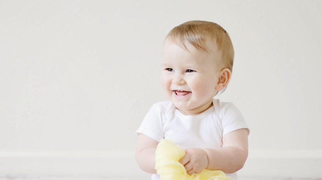 Din baby får sine første tænder i 6-8 måneders-alderen.
